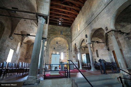 Chiesa di Santa Giusta: L'interno in zona abside