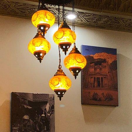 مطعم الوادي  حلال: photo4.jpg