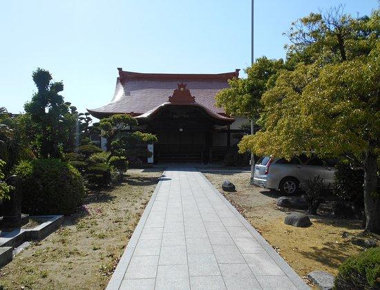 Jodoji Temple: ユニークな本堂瓦葺き