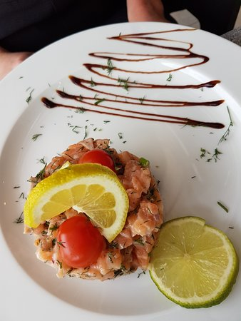 Le Grand Café: Tartare de saumon frais