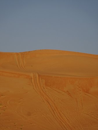 Wahiba Sands, Omã: Dune bashing area in front of resort