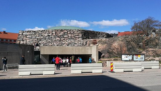 Ναός του Βράχου: Entrance