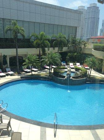 Sheraton Manila Bay: Pool area