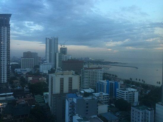 Sheraton Manila Bay: View from Pacific Lounge