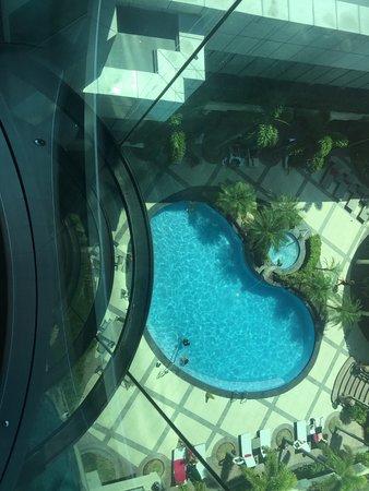 Sheraton Manila Bay: Looking Down on Pool