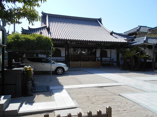 Kisshoji Temple: 境内から眺めた本堂