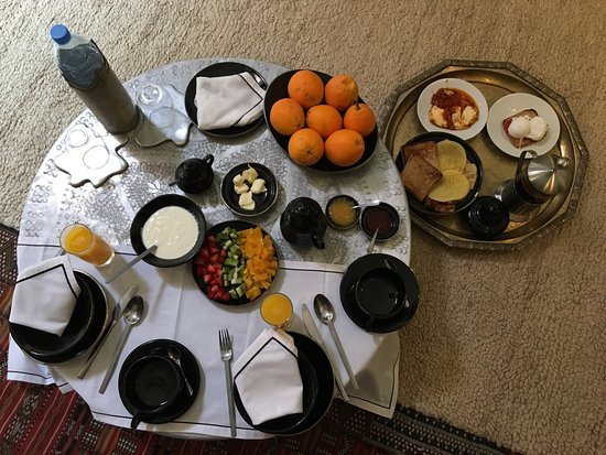 Riad Farnatchi: Complementary Breakfast served in room