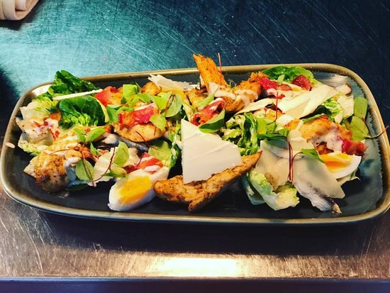 Stanwick, UK: Classic Caesar salad with grilled chicken (CGF)