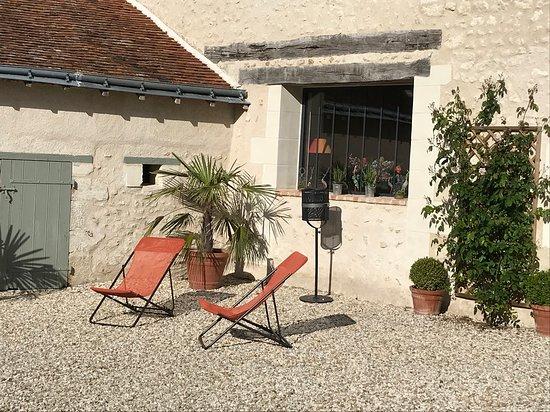 Chemille-sur-Indrois, Frankrike: Un petit moment de relaxation à l'entrée de la maison !
