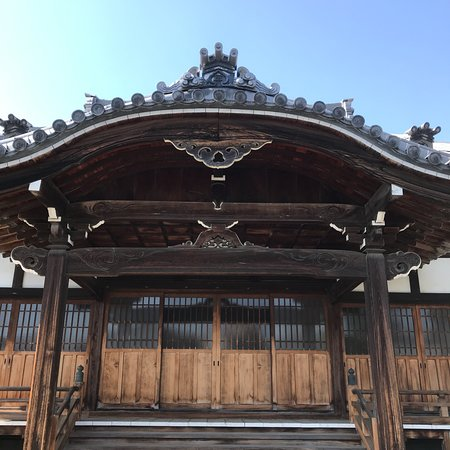 Myoanji Temple: 唐破風と棟鬼飾り