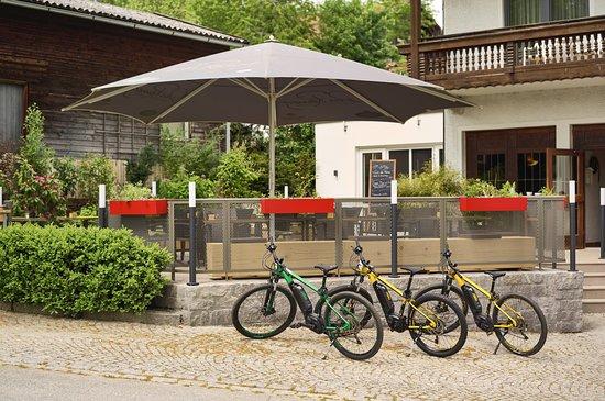Grafenau, Γερμανία: neue Sonnenterrasse und nagelneue Mountain-E-Bikes zum leihen