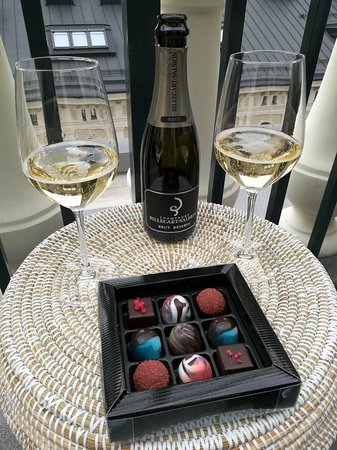 Hotel St George : Welcome chocolates and champagne