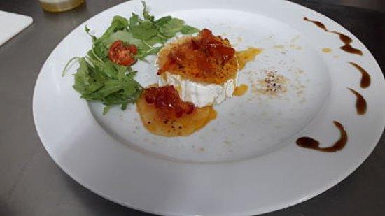 Da Mario Ristorante Pizzeria: Queso de Cabra con mermelada de cherry y pimientos rojo