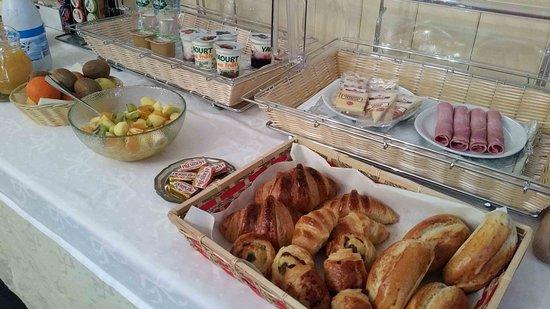 Brion, France: Buffet petit-déjeuner Gourmand