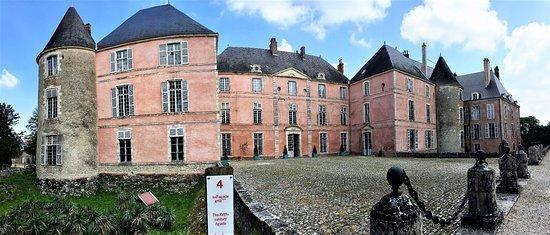Château de Meung sur Loire: Des combles aux souterrains, un parcours enthousiasmant