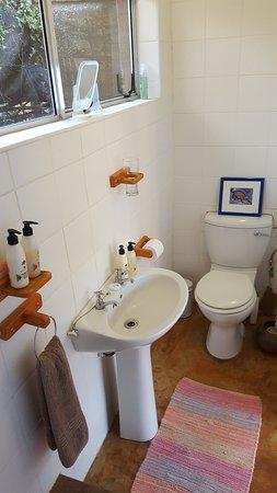 Louis Trichardt, Zuid-Afrika: Madala's Cottage. Additional toilet/shower room.