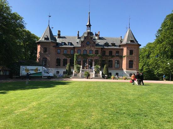 Et Smukt Slot Vær Opmærksom På At Slottet Først åbner Dørene Kl 11