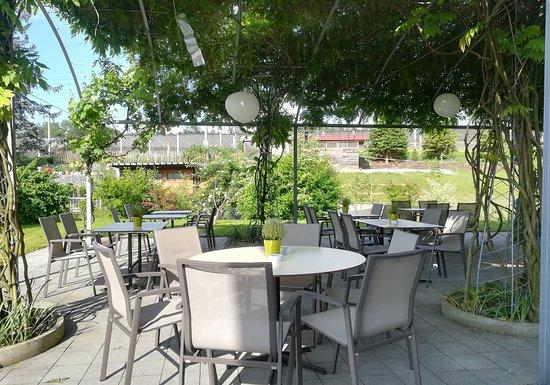 Knonau, Sveits: Unsere Terrasse im Frühling, ideal für Mahlzeiten und Veranstaltungen