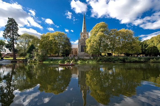 Stratford-upon-Avon, UK: The spectacular Holy Trinity by the bank of the river Avon