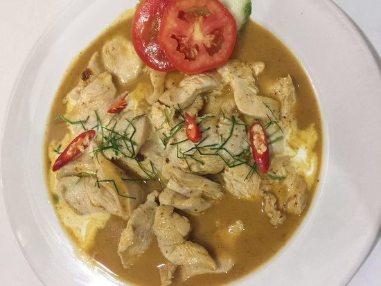 Mickey Restaurant: Red curry with coconut sauce with chicken