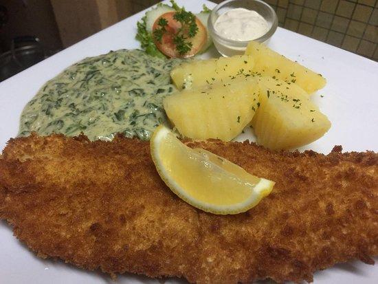Mickey Restaurant: Fish day every friday