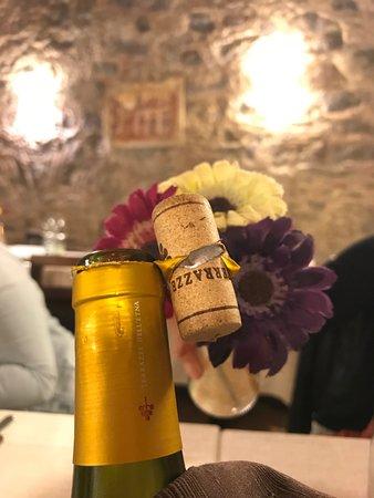 Ficarra, Italy: Super Atmosphäre mit leckerem Wein