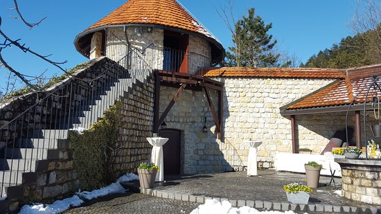 Lasko, Σλοβενία: This tower holds the wine cellar and a room for weddings