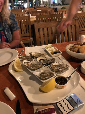 Qualista Restaurant Marina: Свежайшие устрицы с устричным соусом были великолепны!!!