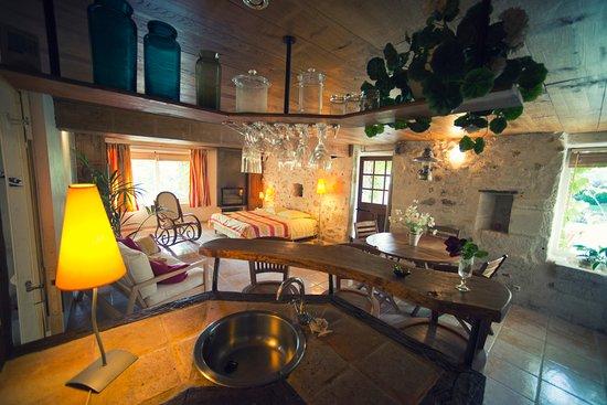 Le Grand Menasson: chambre/stUDIO madras (42m2) lit 180 pouvant être préparés en lits simples de 90