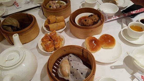 Metropol Restaurant: Dumplings, buns, rolls and cakes.