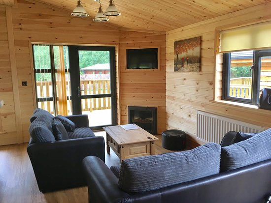 Woodlakes Park: Living Room