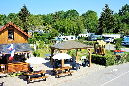 Camping Le Beau Village de Paris : view terrase