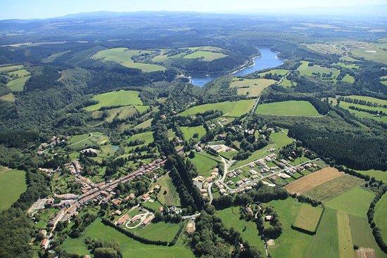 Les Cammazes, France: Vue aérienne du village des Cammazes et du barrage