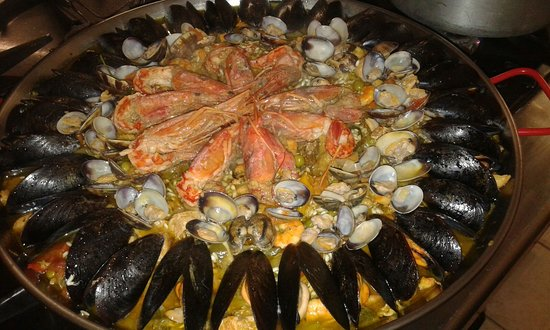 Brusasco, Italy: paella