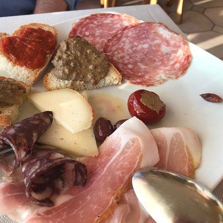 Roccatederighi, Italy: Vorspeisenteller; Lamm, Pasta