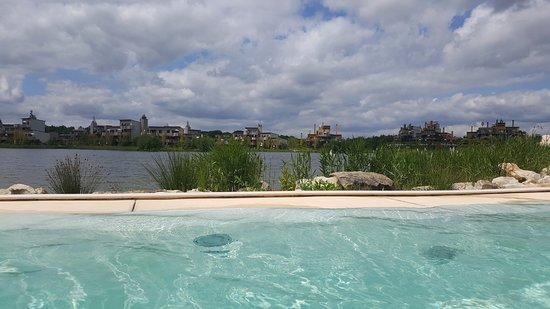 Villages Nature Paris: Vue sur le lac
