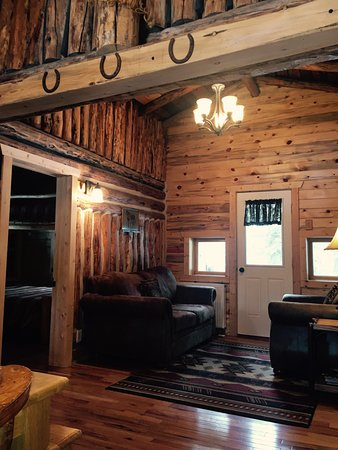 South Fork Mountain Lodge: Beautiful 1917 cabins with gorgeous views for families to enjoy.