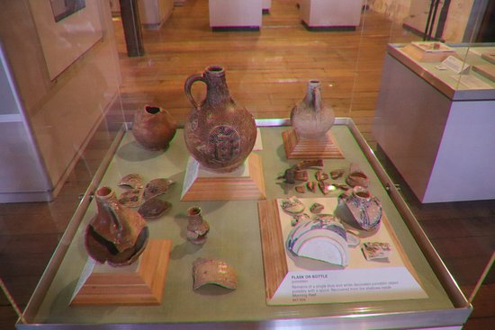 The Shipwreck Galleries: More vases