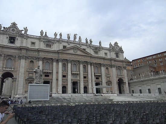 Gray Line - I Love Rome: St Peters from the square
