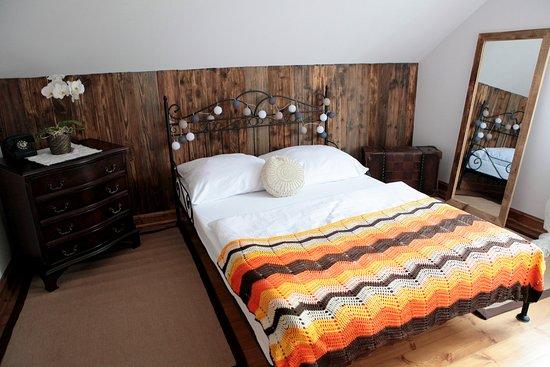 Chata nad Sanem: Sypialnia-ap.drewniany
