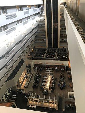 Renaissance Denver Stapleton Hotel: View from 9th floor hallway down into restaurant