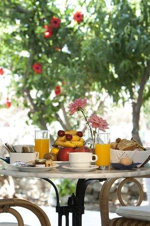 Hotel Doukissa: Breakfast
