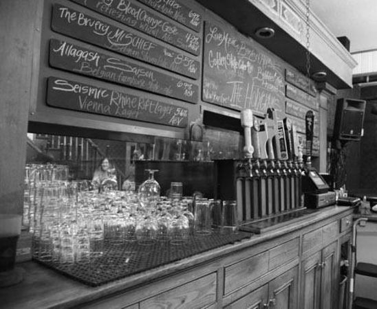 Occidental, Kalifornien: We specialize in rotating specialty craft beer and carrying Sonoma County wine.