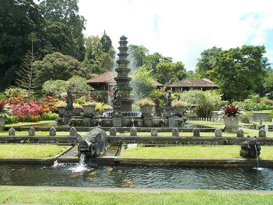 Tirta Gangga: The fairly-tall fountain seen from the walkway nearby