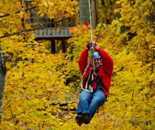 Athelstane, WI: Zip-lining in the fall is very beautiful!