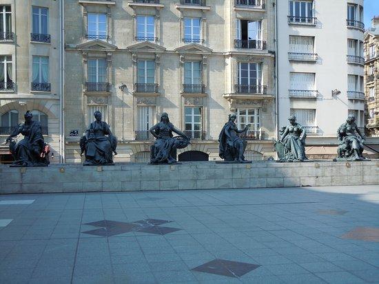 """Statue """"Les Continents"""" : """"L'Amerique du Nord"""""""
