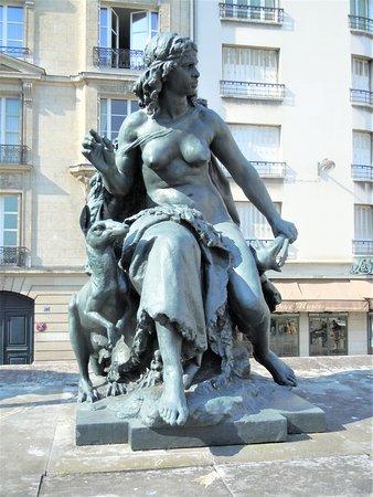 "Statue ""Les Continents"" : ""L'Oceanie"""