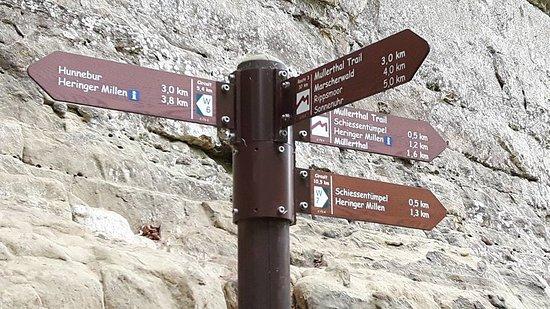 Mullerthal, Luksemburg: A trilha tem bastante sinalização.