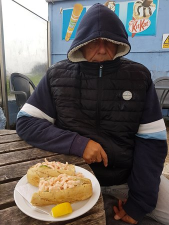 Brightlingsea, UK: Even when it's freezing the wind-breaker and the prawn baguette do the job!