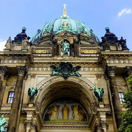 Berlin Cathedral: A los pies de Berlin Dom.